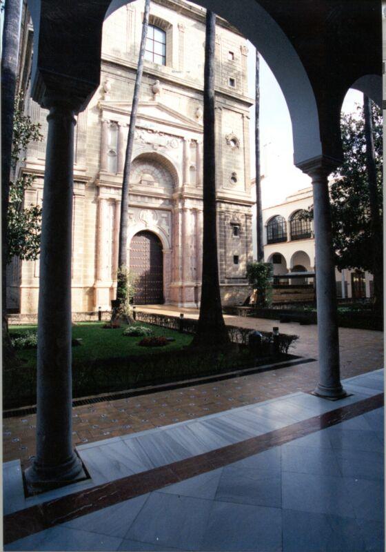 http://www.parlamentodeandalucia.es/opencms/export/portal-web-parlamento/contenidos/Imagenes/Protocolo/patio03.jpg