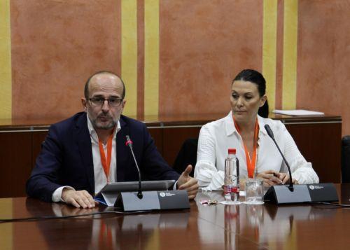 Luis Miguel Jurado y María del Mar García, en representación de la Federación  Andaluza de Empresas Cooperativas de Trabajo Asociado (FAECTA)